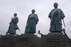 高知駅前の銅像たち