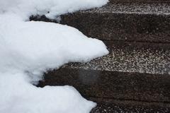 建勲神社の階段にて