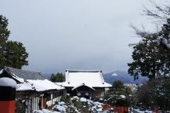 雪景色の建勲神社