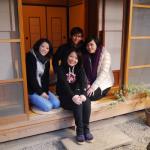 台湾から女子4名のグループ、縁側にて撮影  A group from Taiwan at Engawa room.