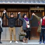 紫月の表で4人仲良く弾けポーズ  A group from Taiwan.
