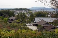 庭の頂上から見た銀閣寺