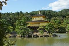 正面の金閣寺