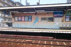 駅の壁に「Mother Lake」の文字