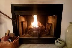 暖炉を見つめてほっこり