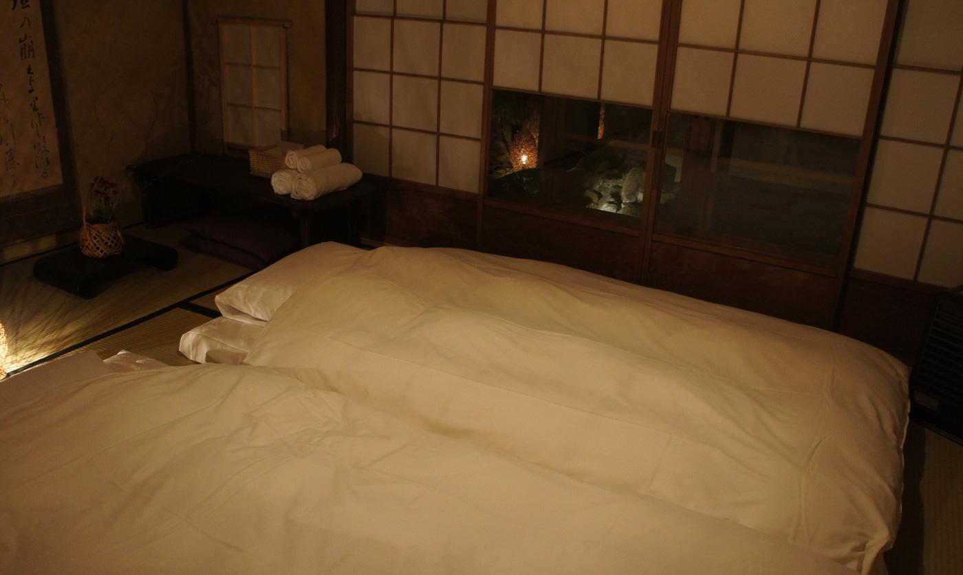 夜の縁側の間 Engawa Room with Japanese Bedding