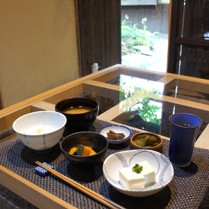 庭を見ながらの朝ごはん Breakfast with a garden view