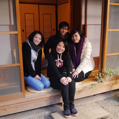 台湾から女子4名のグループ、縁側にて撮影/A group from Taiwan at Engawa room