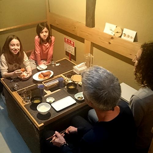 ご家族で朝ごはんの様子/A family from the UK at breakfast