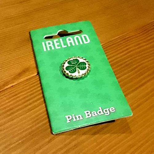アイルランドのシンボル、三つ葉のピンバッチ/A cute present from Ireland