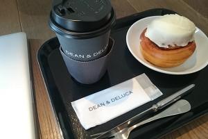 コーヒーとシナモンロール